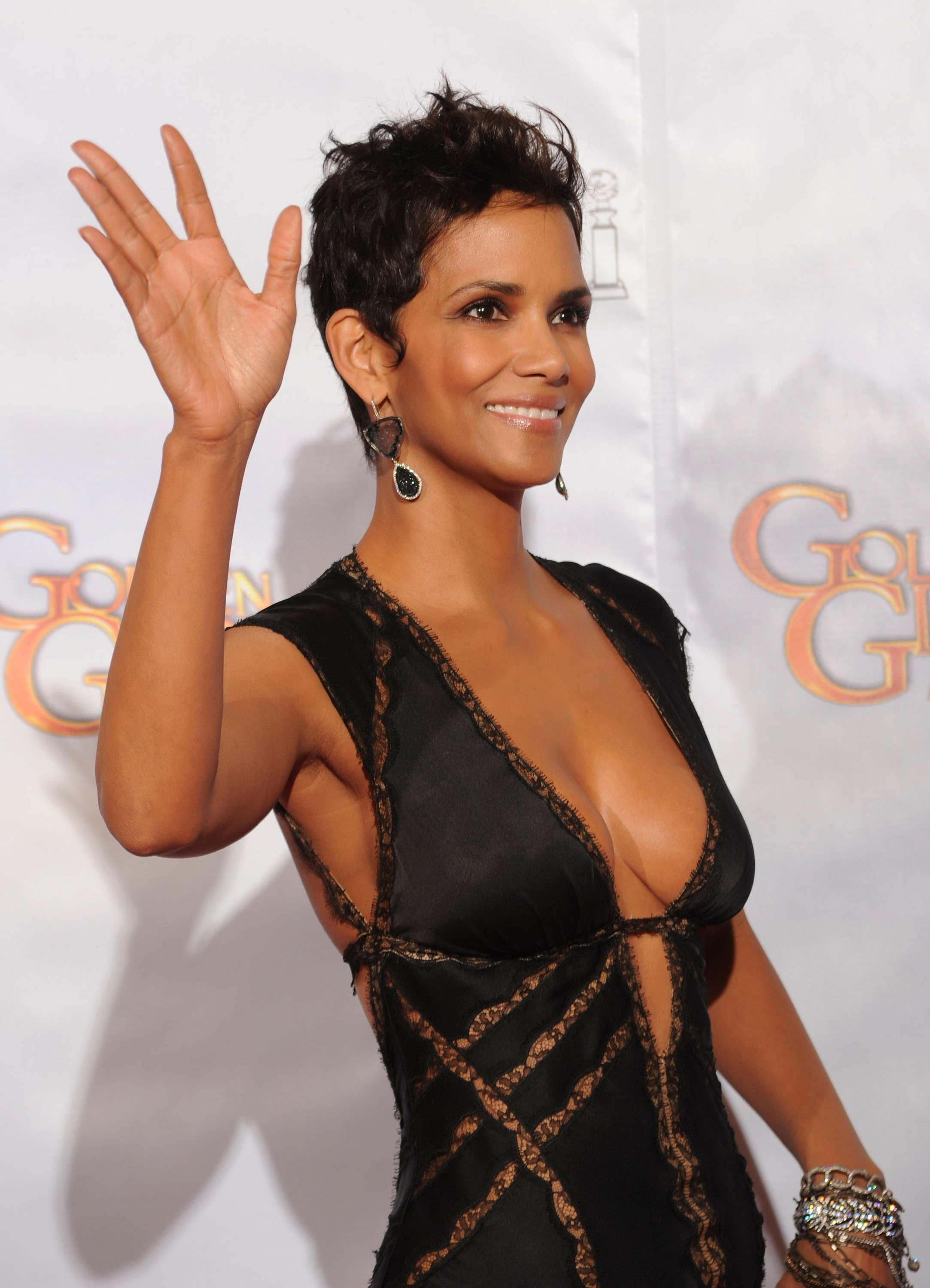 HD Quality Wallpaper | Collection: Celebrity, 2166x3000 Halle Berry