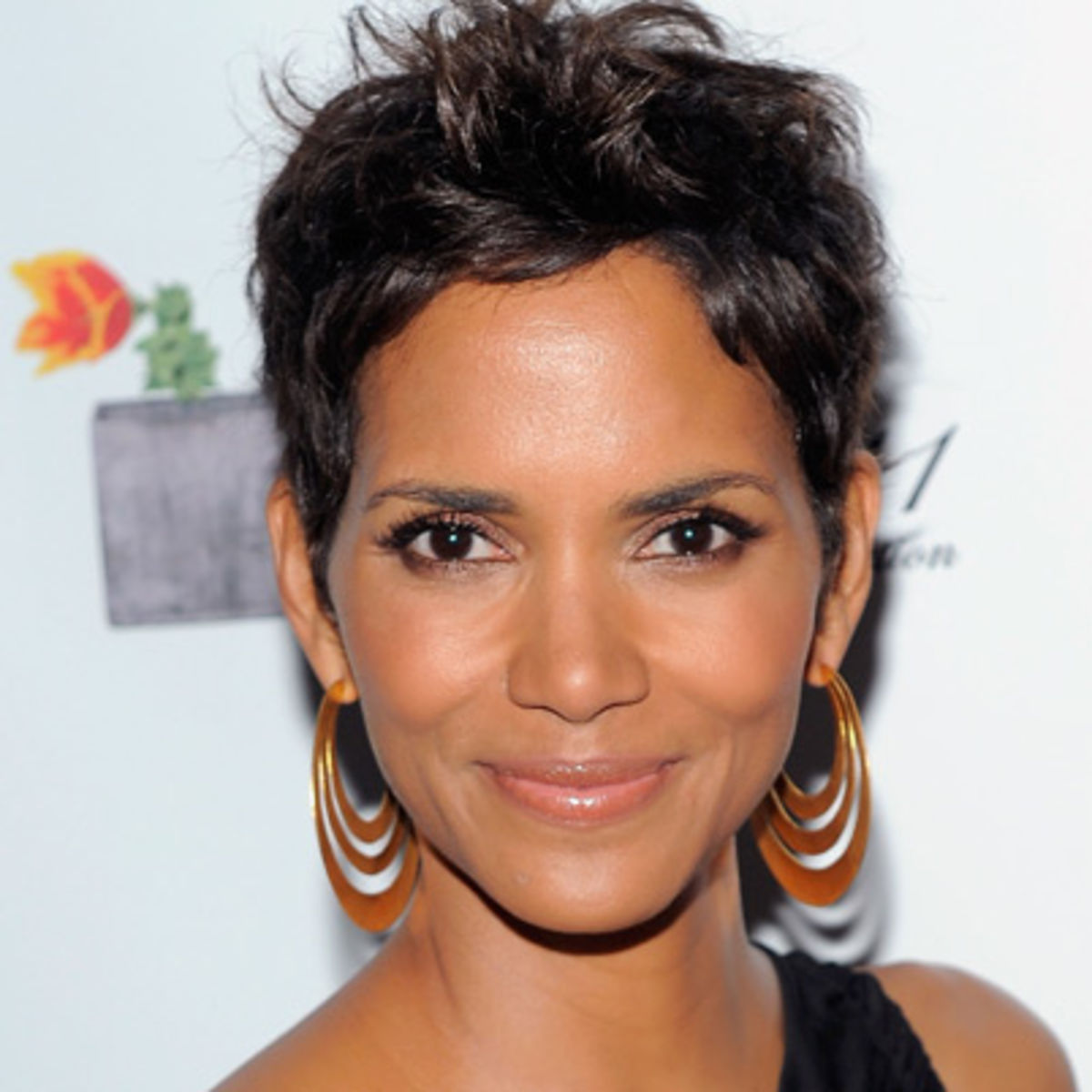 High Resolution Wallpaper | Halle Berry 1200x1200 px