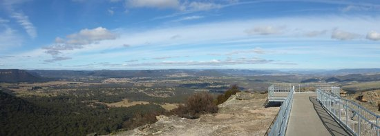 Images of Hassans Walls Lookout | 550x197