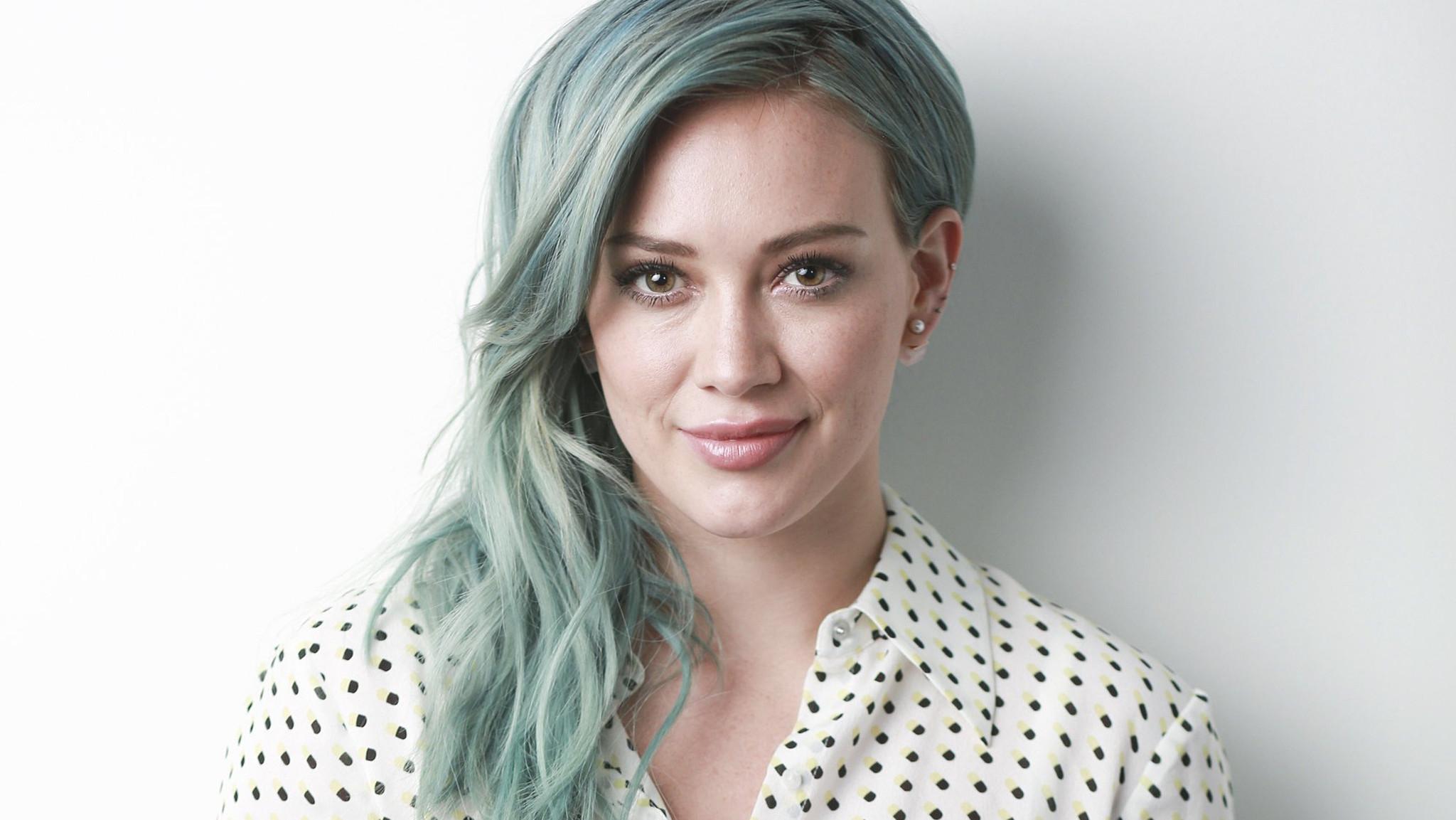 High Resolution Wallpaper | Hilary Duff 2048x1153 px