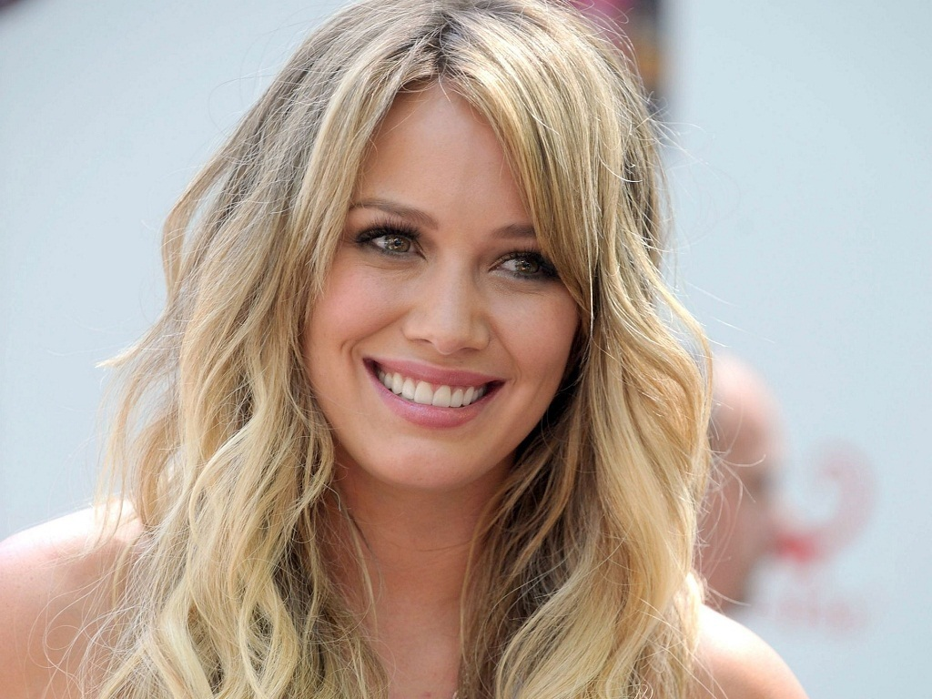 Amazing Hilary Duff Pictures & Backgrounds