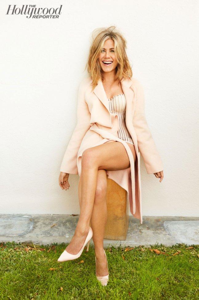 High Resolution Wallpaper | Jennifer Aniston 647x972 px
