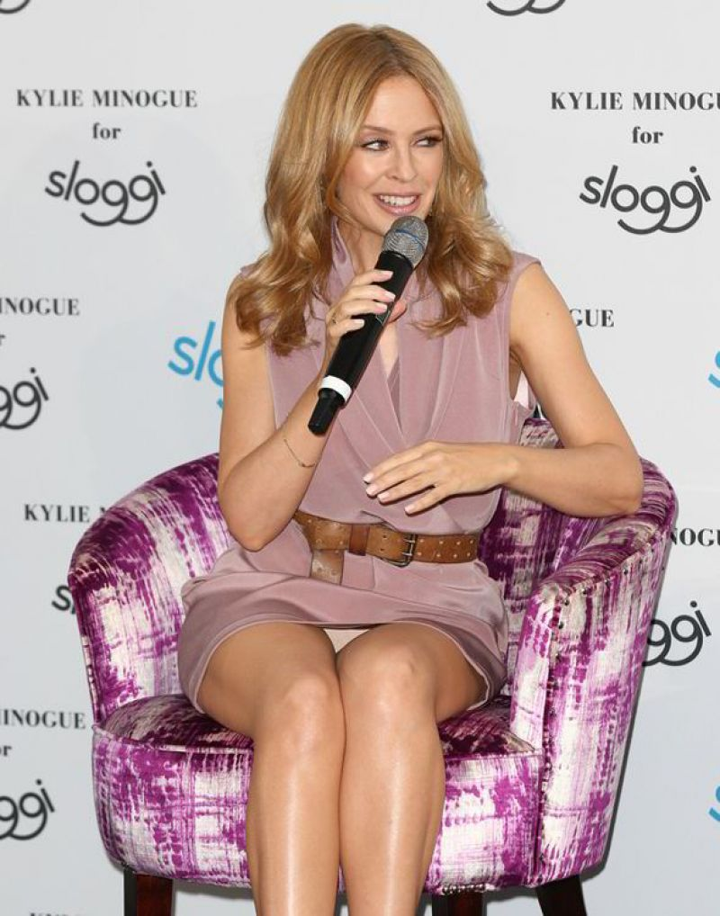 High Resolution Wallpaper | Kyllie Minogue 800x1018 px