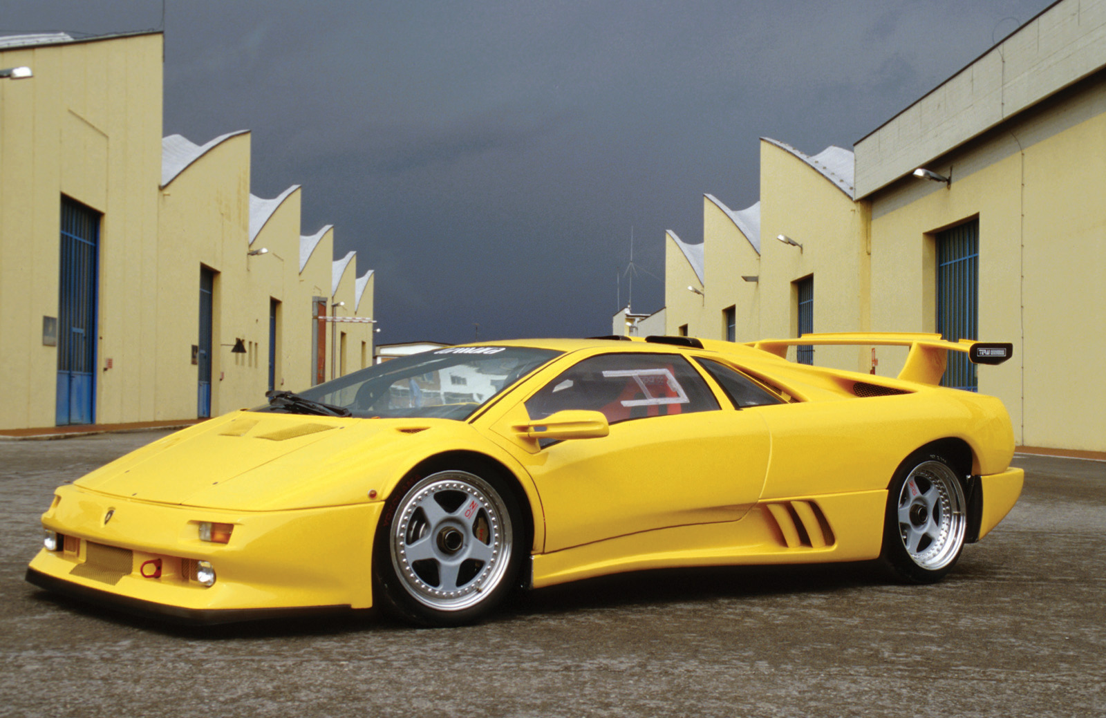 Amazing Lamborghini Diablo Pictures & Backgrounds