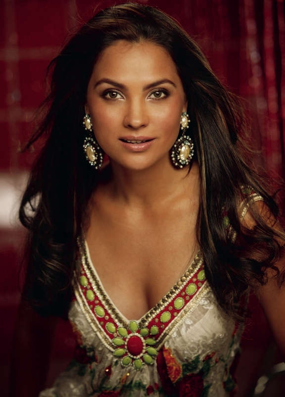 High Resolution Wallpaper | Lara Dutta 576x800 px