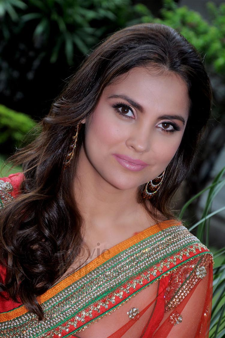 HQ Lara Dutta Wallpapers | File 137.66Kb