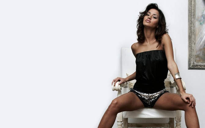 HD Quality Wallpaper | Collection: Women, 670x419 Leila Ben Khalifa