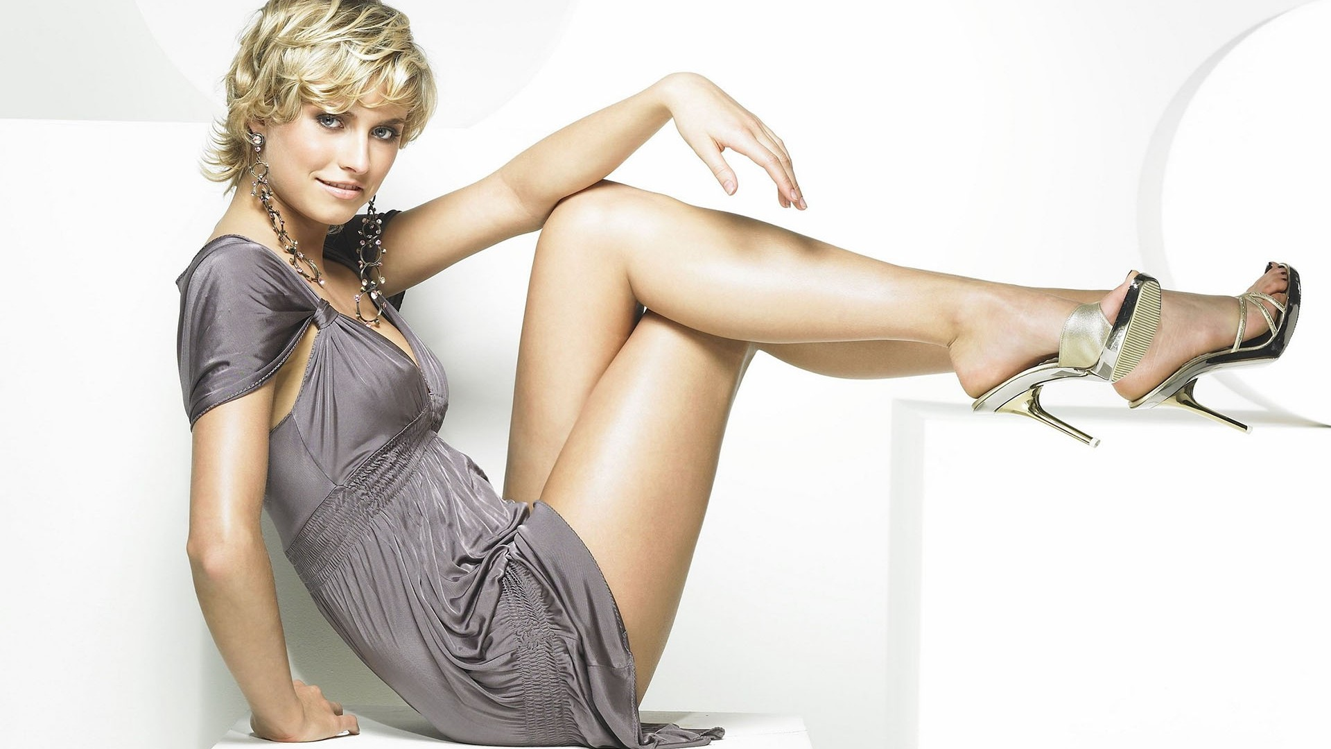 Nice Images Collection: Lena Gercke Desktop Wallpapers