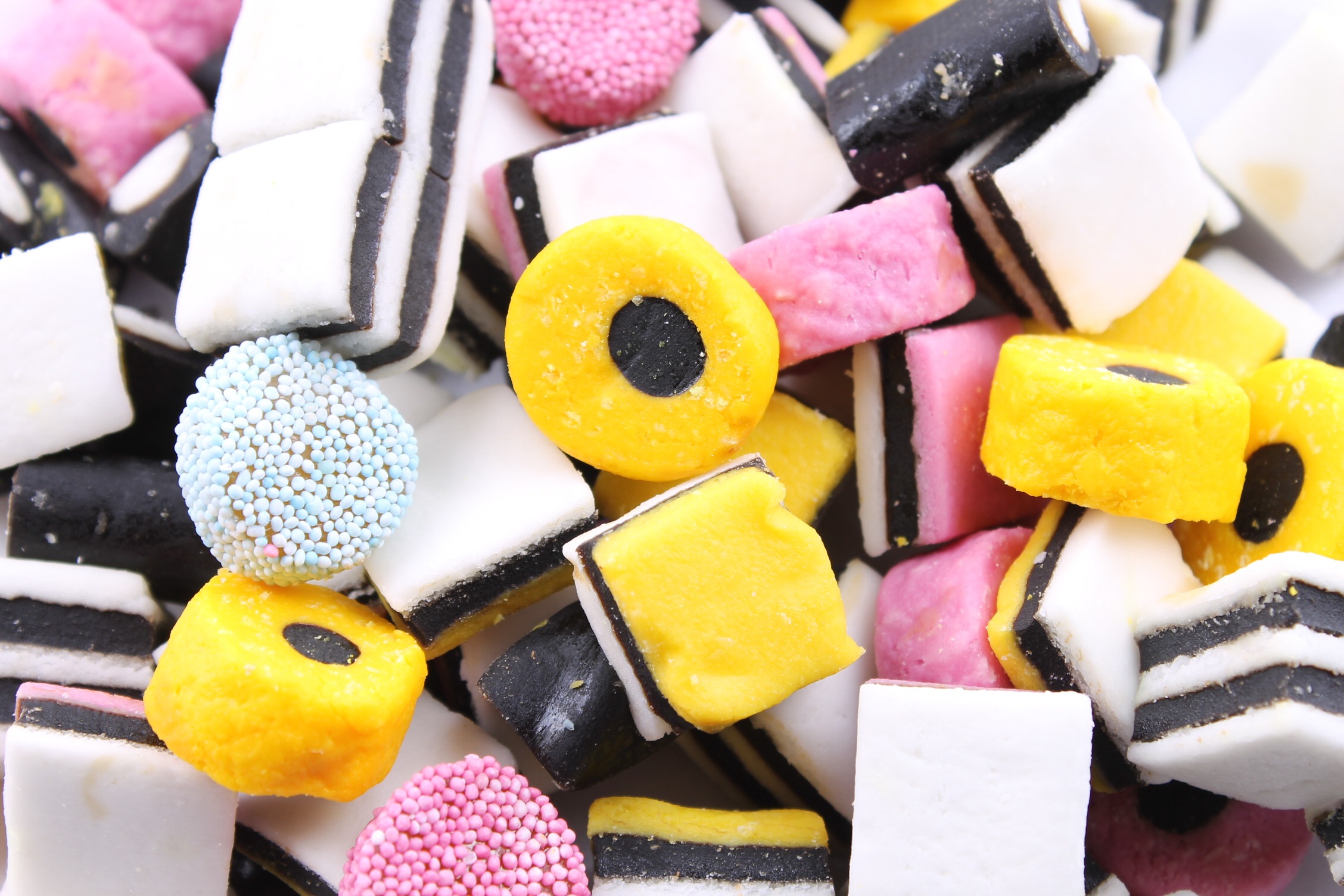 2256x1504 > Licorice Alsorts Wallpapers
