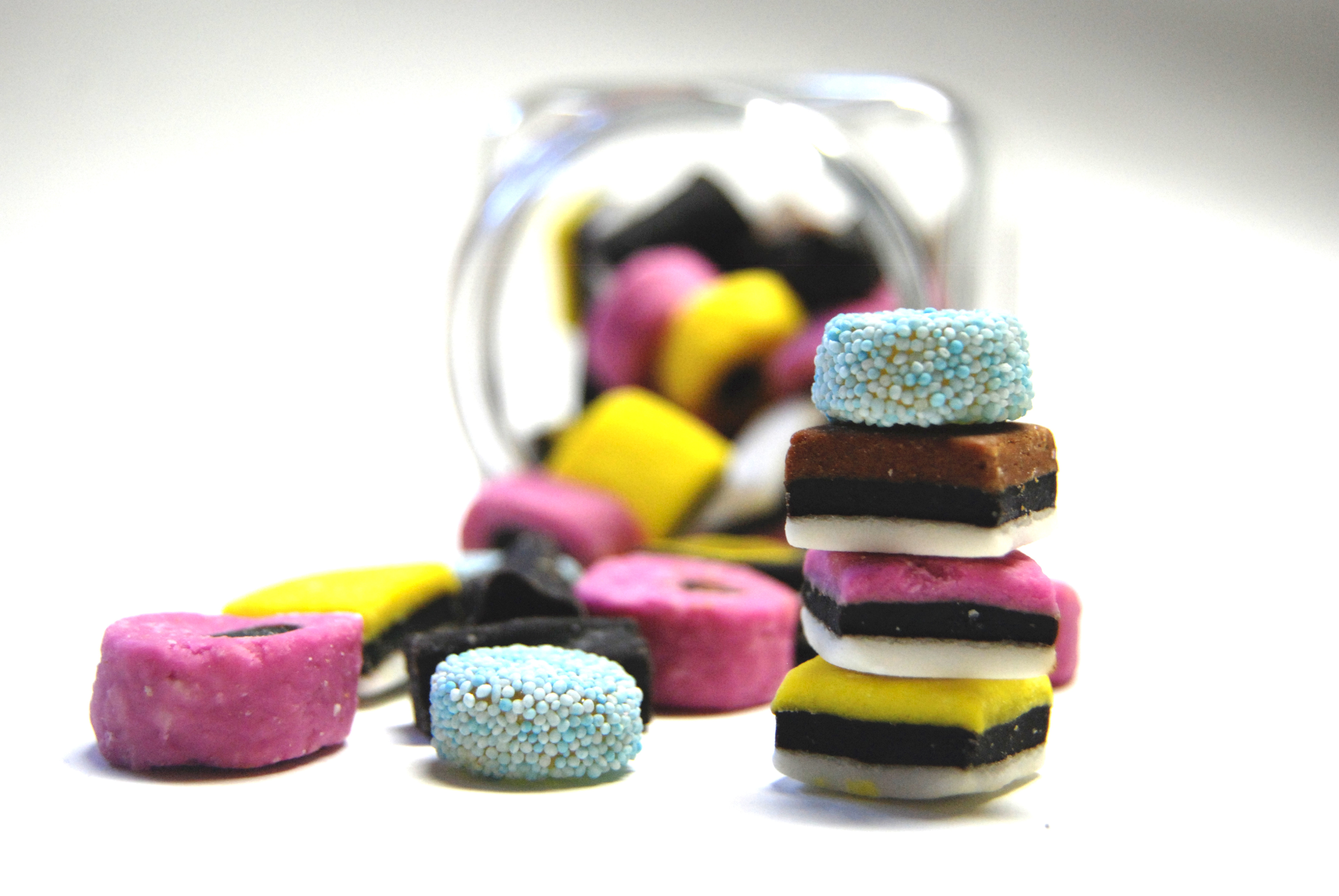Licorice Alsorts Backgrounds, Compatible - PC, Mobile, Gadgets| 3824x2560 px