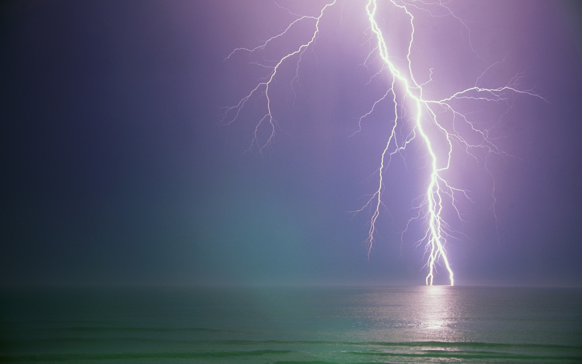 Lightening High Quality Background on Wallpapers Vista