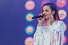 220x147 > Lily Allen Wallpapers