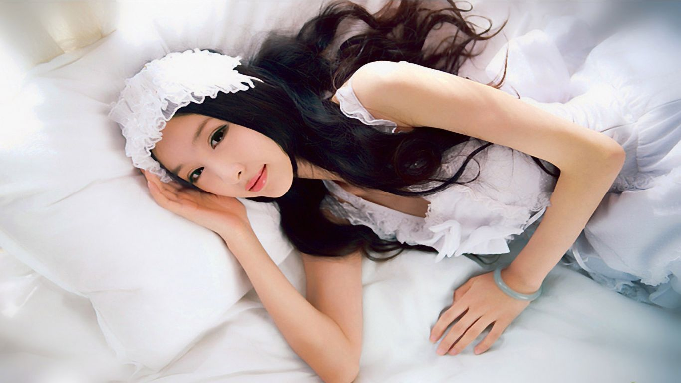 HD Quality Wallpaper | Collection: Women, 1366x768 Lin Ketong
