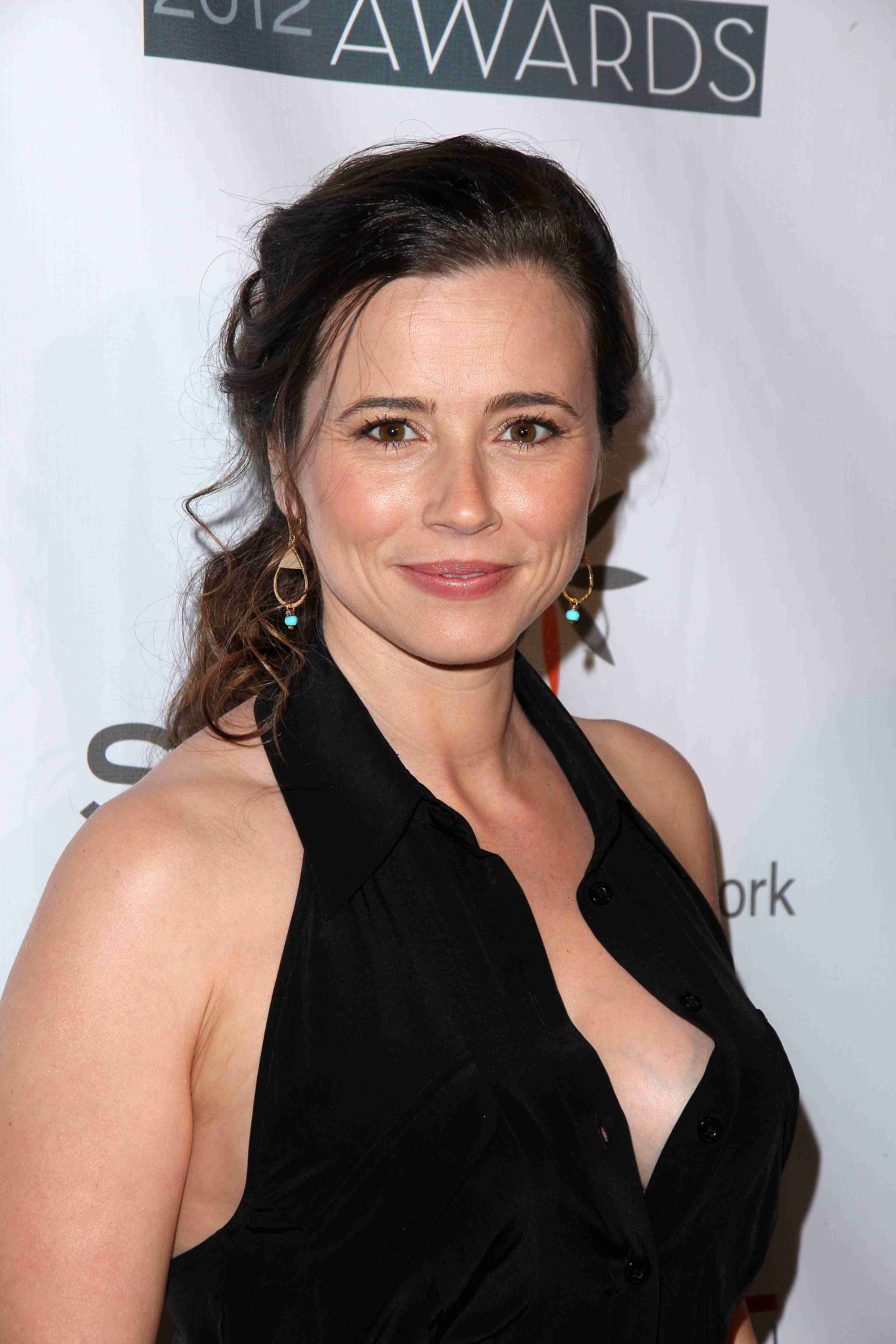 Linda Cardellini  Backgrounds, Compatible - PC, Mobile, Gadgets| 3456x5184 px