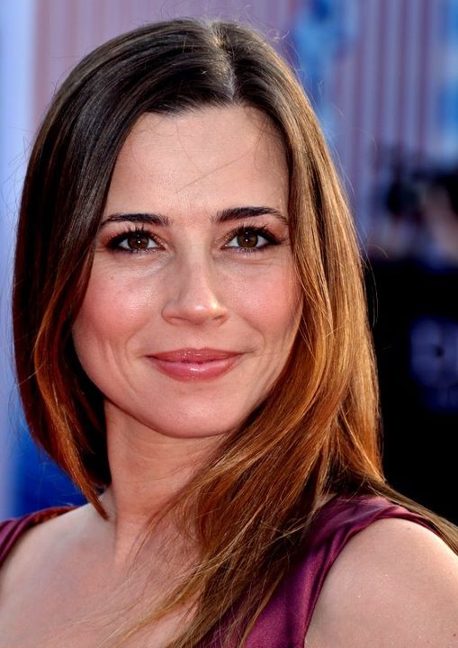 Linda Cardellini  Backgrounds on Wallpapers Vista