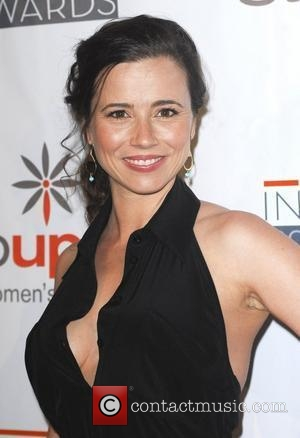 Amazing Linda Cardellini  Pictures & Backgrounds