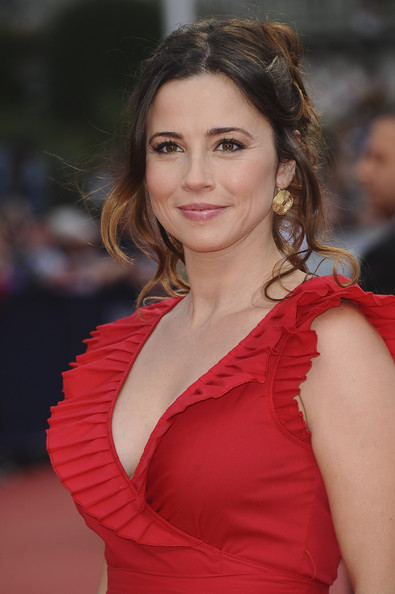 Nice wallpapers Linda Cardellini  395x594px