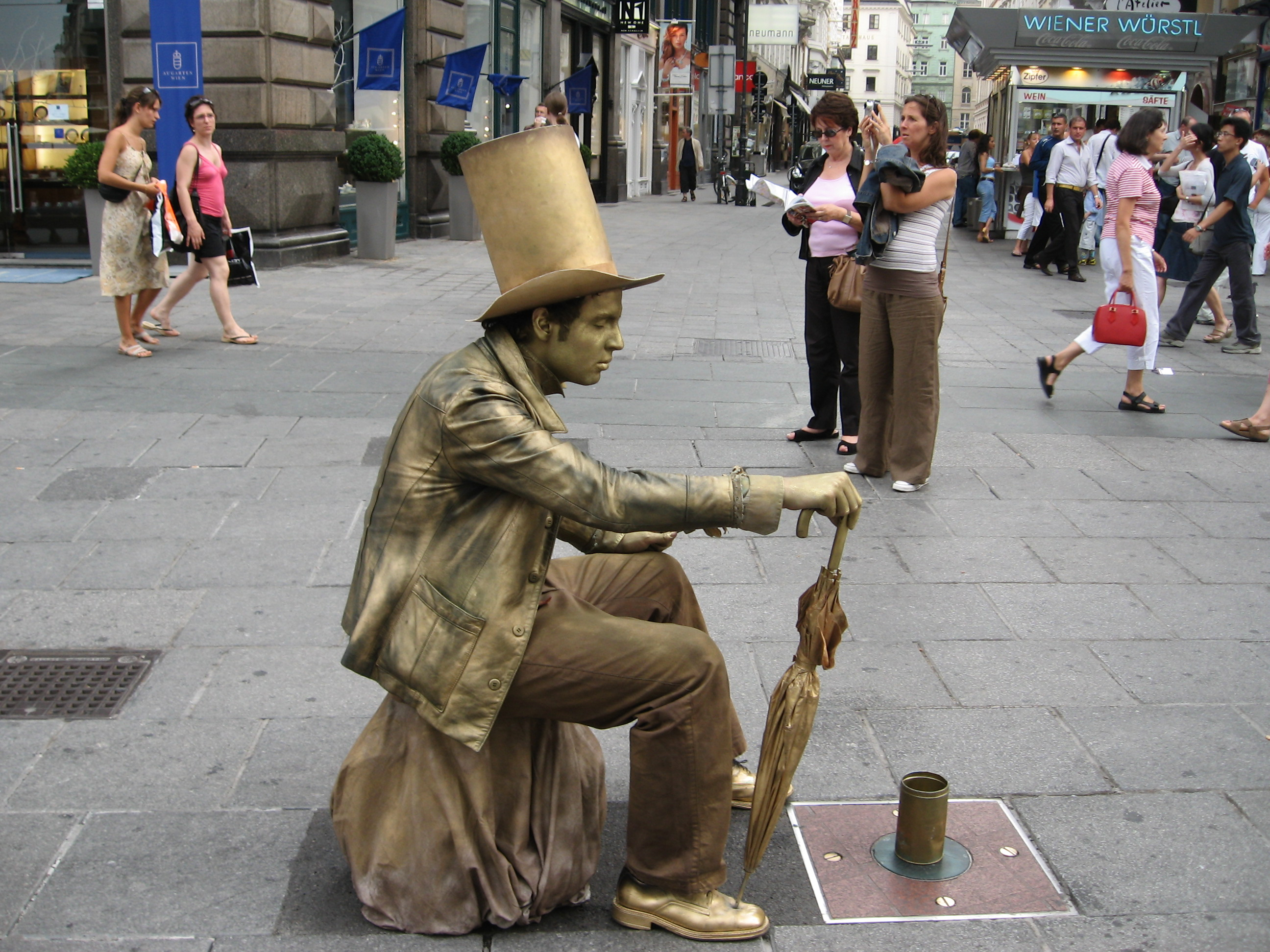Amazing Living Statue Pictures & Backgrounds