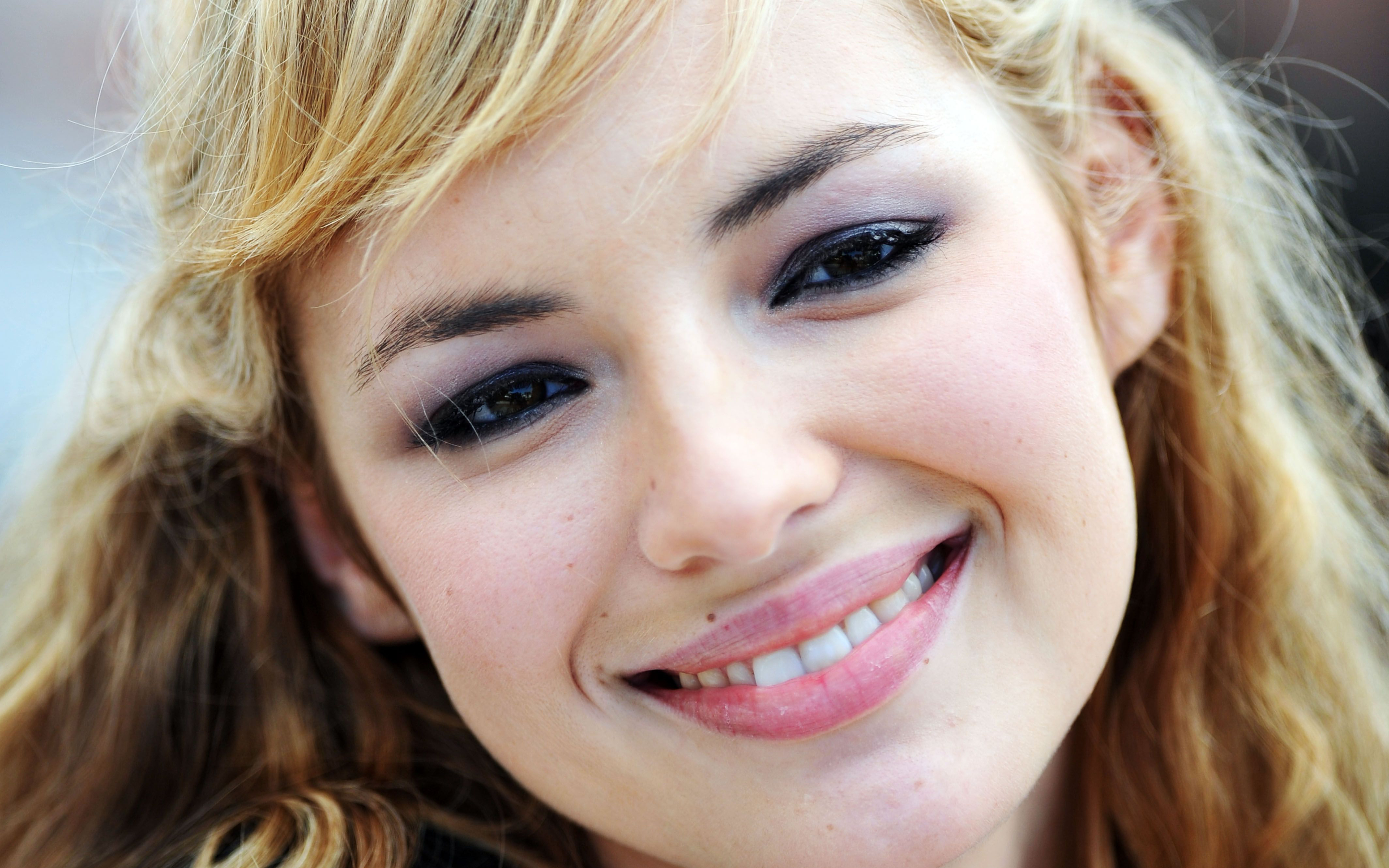 Louise Bourgoin Pics, Women Collection