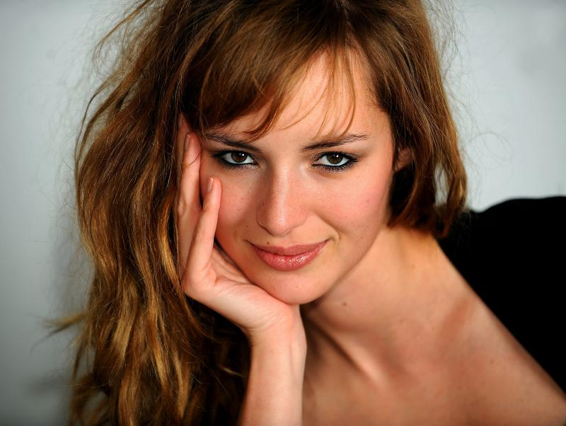 Images of Louise Bourgoin | 800x602