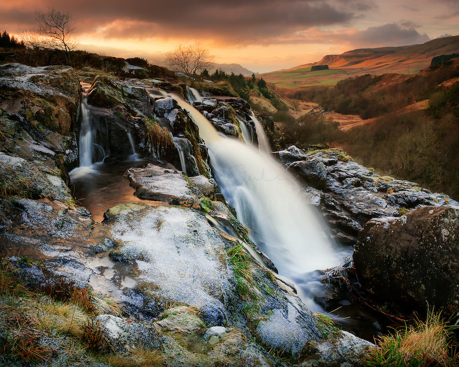 Nice Images Collection: Loup Of Fintry Waterfall Desktop Wallpapers