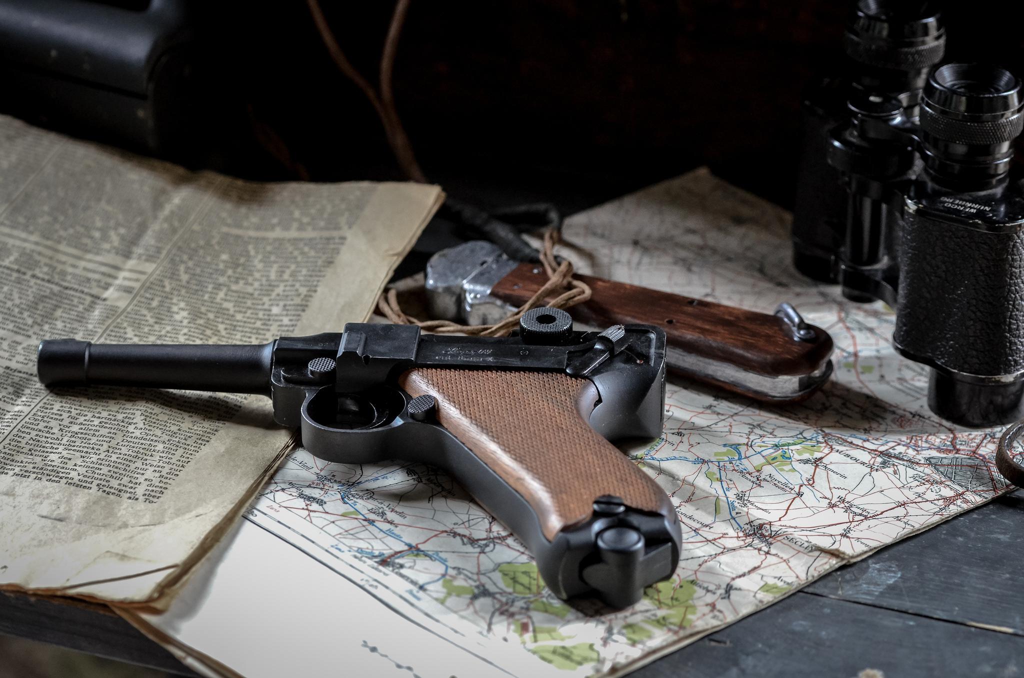 High Resolution Wallpaper | Luger P08 Pistol 2048x1356 px
