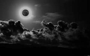Amazing Lune Noire Pictures & Backgrounds