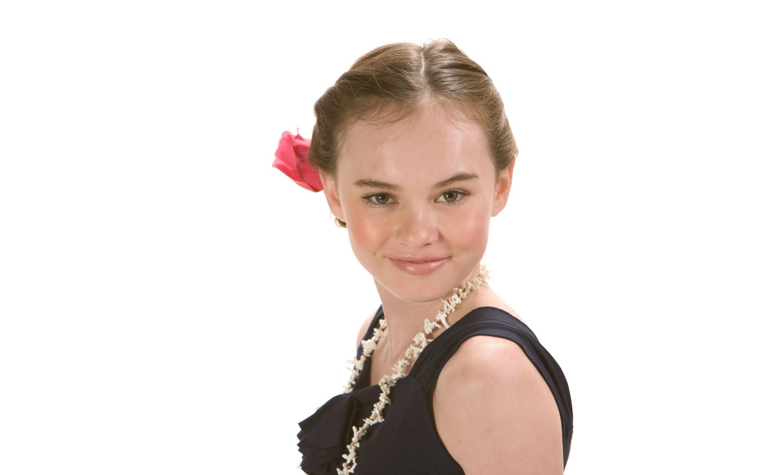 Madeline Carroll High Quality Background on Wallpapers Vista