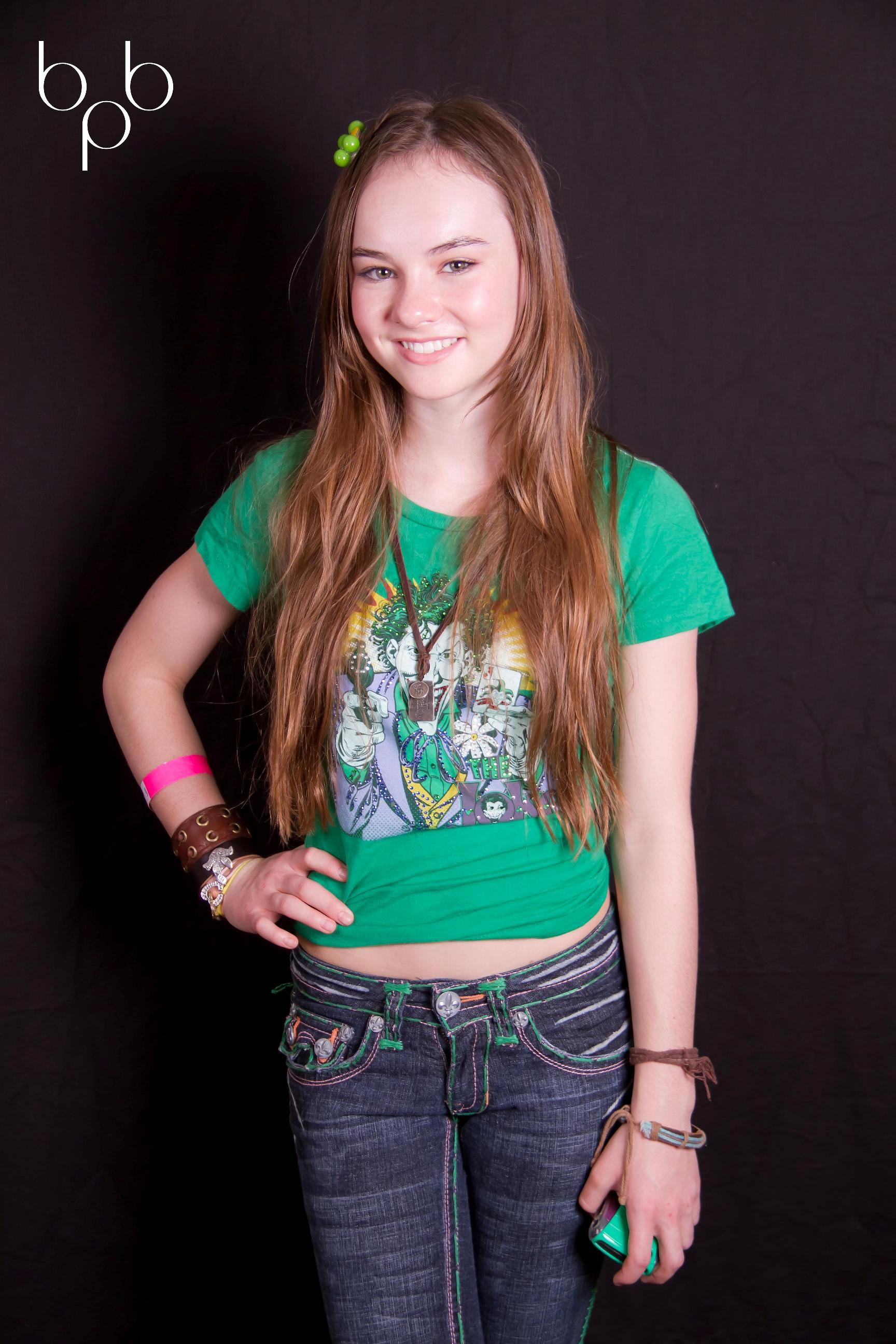 Madeline Carroll Backgrounds on Wallpapers Vista