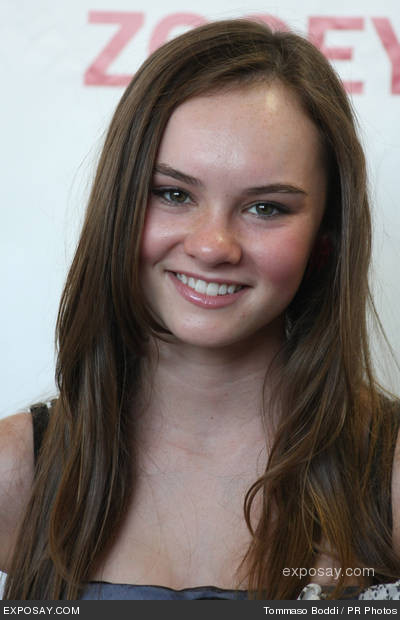 Nice wallpapers Madeline Carroll 400x620px