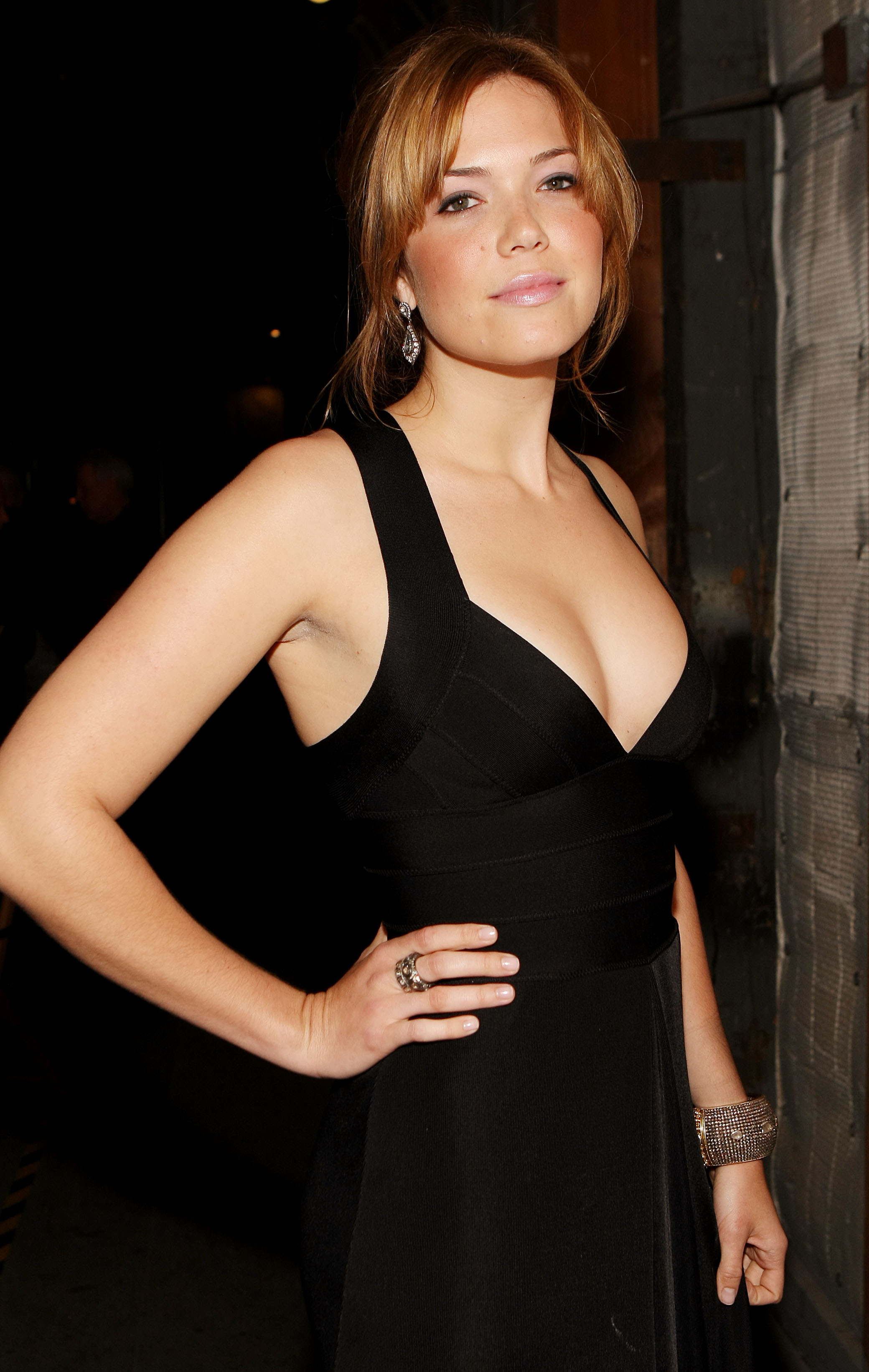 2080x3284 > Mandy Moore Wallpapers