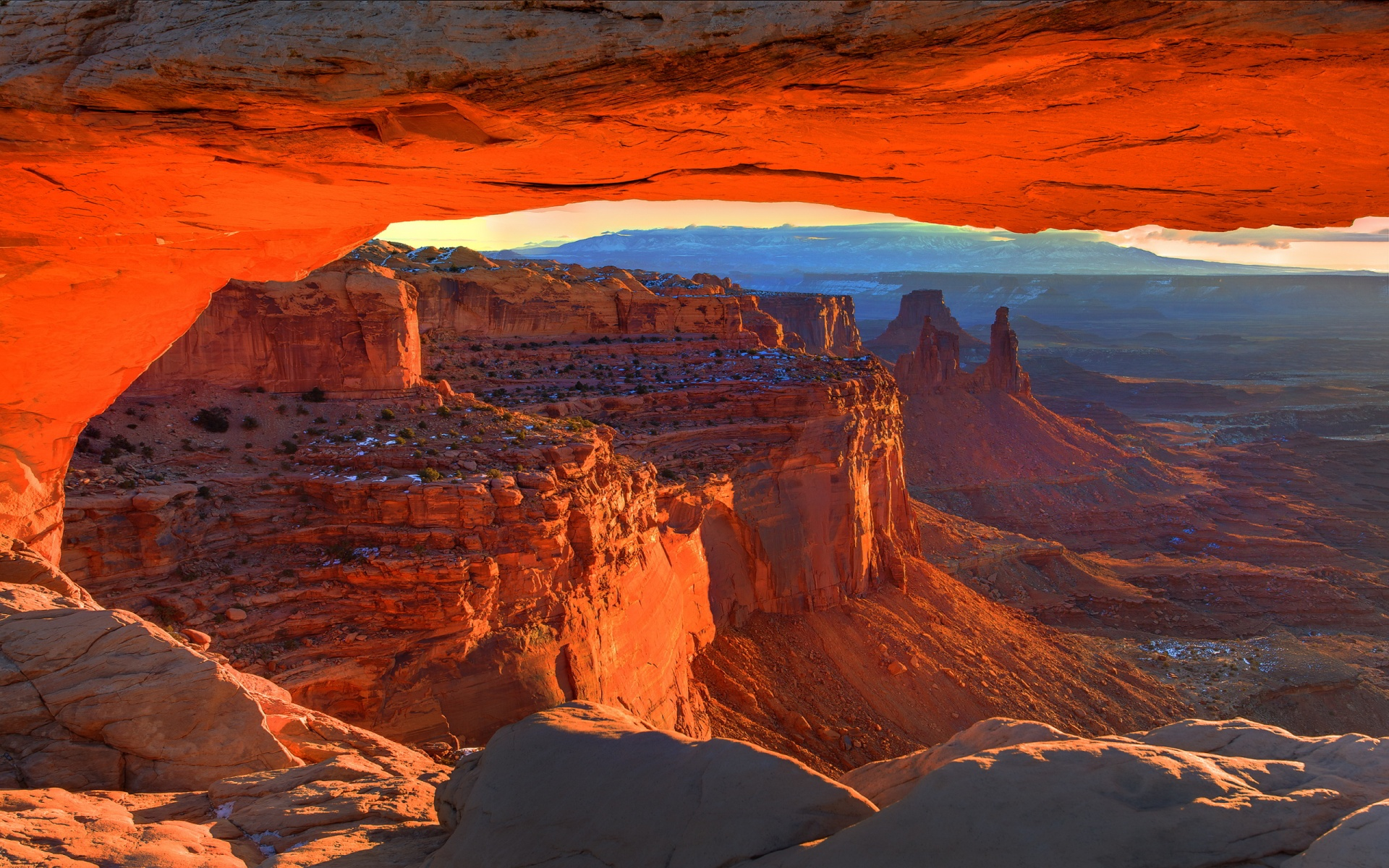 Amazing Mesa Arch Pictures & Backgrounds