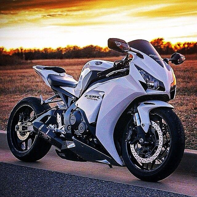 Amazing Motorcycle Pictures & Backgrounds