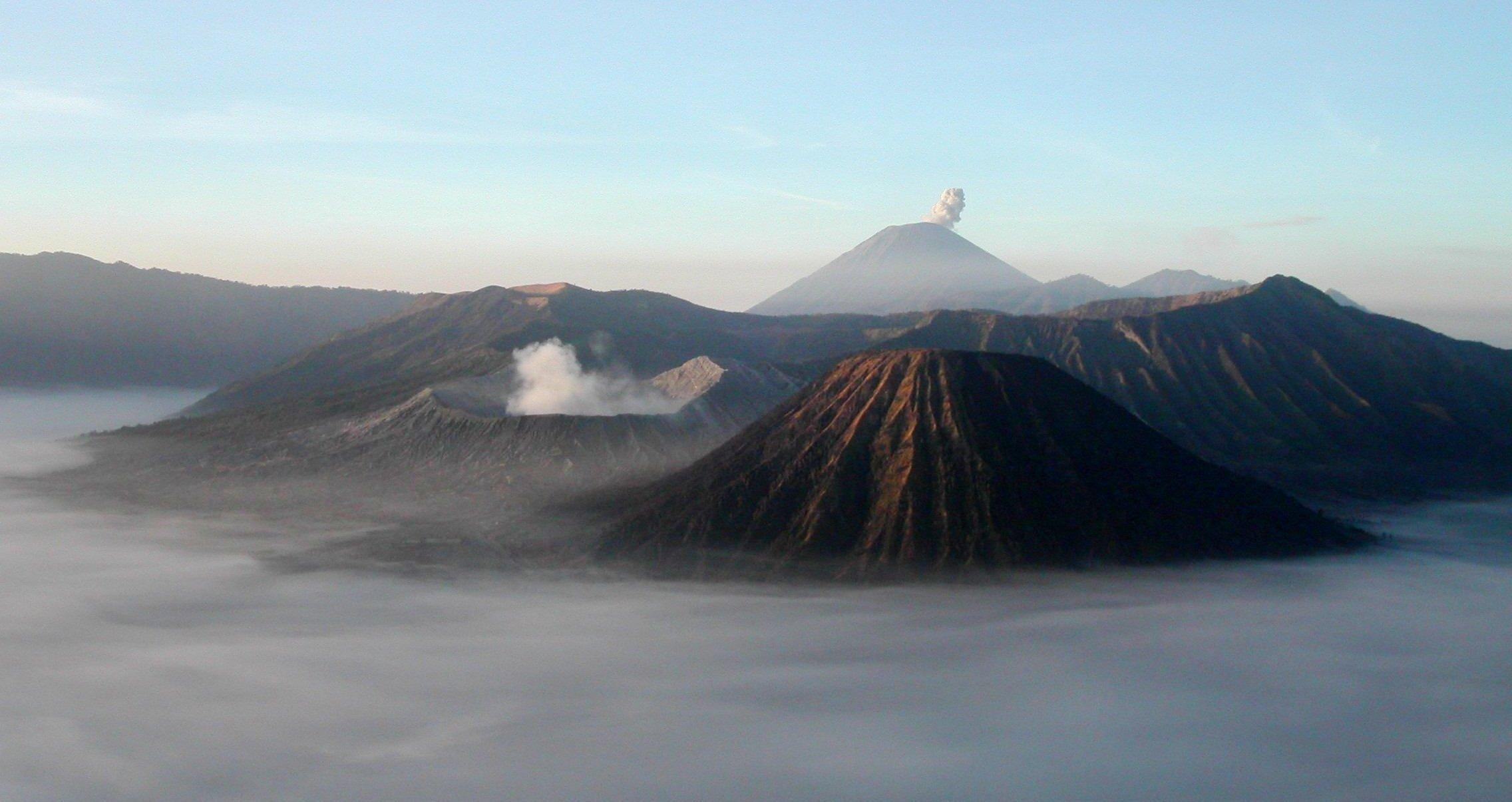 Mount Bromo Backgrounds, Compatible - PC, Mobile, Gadgets| 2272x1205 px
