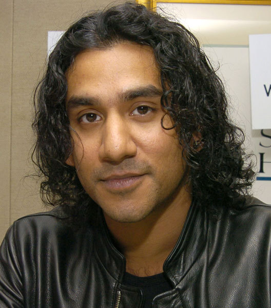 Naveen Andrews High Quality Background on Wallpapers Vista