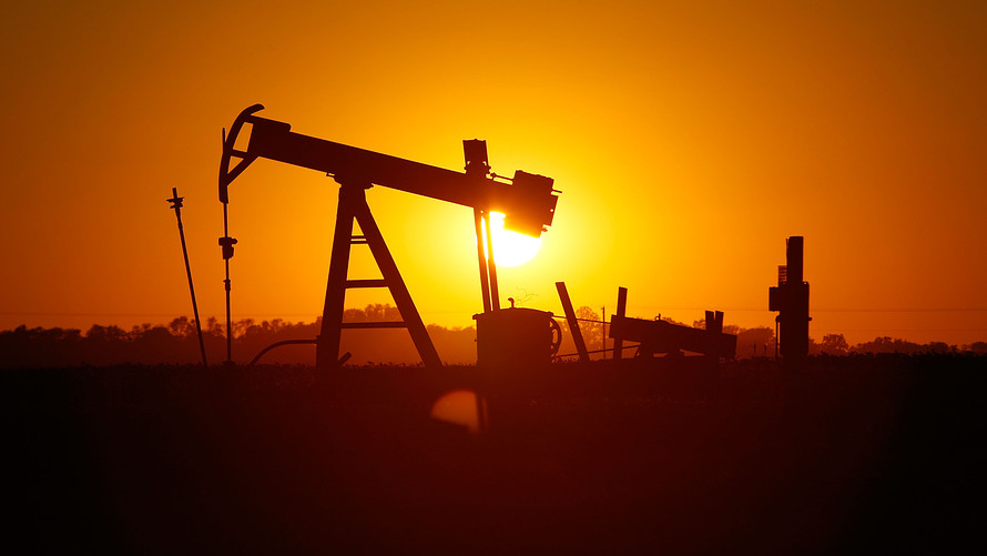 Nice Images Collection: Oil Desktop Wallpapers