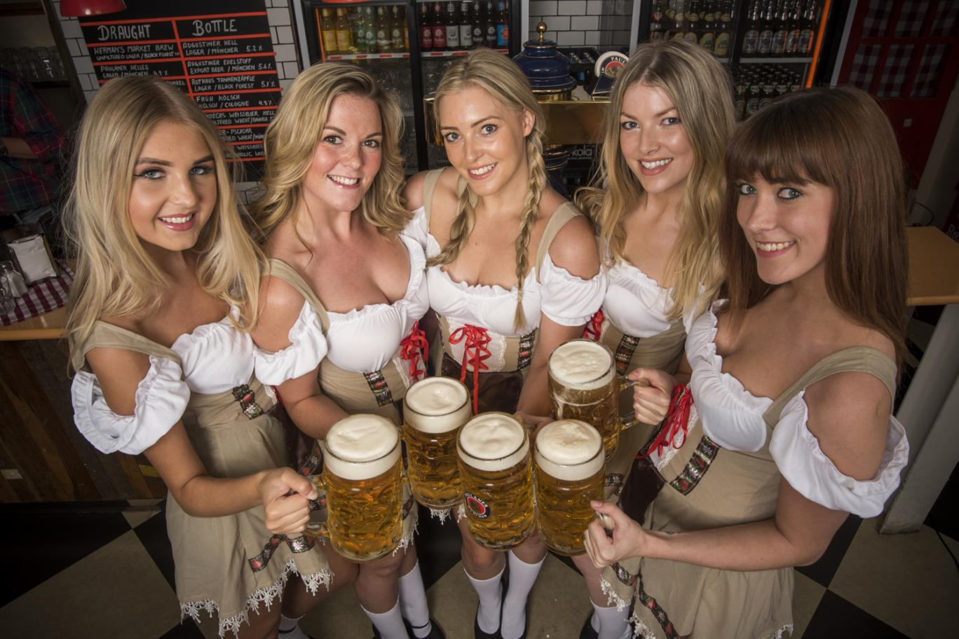 HD Quality Wallpaper   Collection: Holiday, 1368x912 Oktoberfest