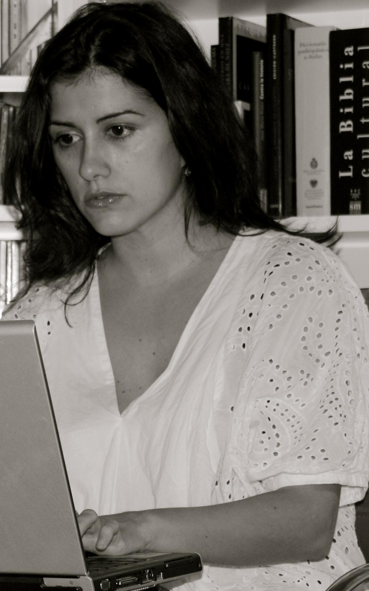 HD Quality Wallpaper   Collection: Women, 1195x1912 Olga Rodriguez