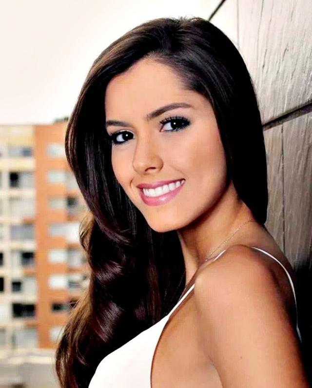 HQ Paulina Vega Wallpapers | File 55.38Kb