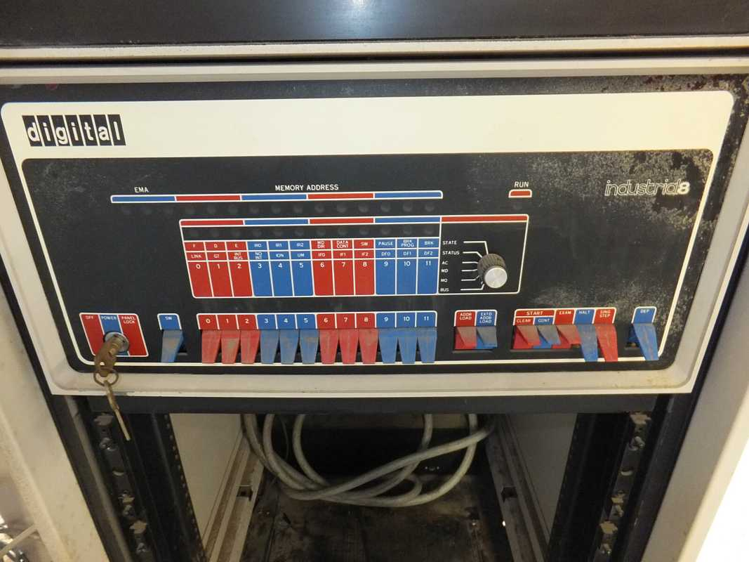 HD Quality Wallpaper | Collection: Technology, 1067x800 PDP-8 1