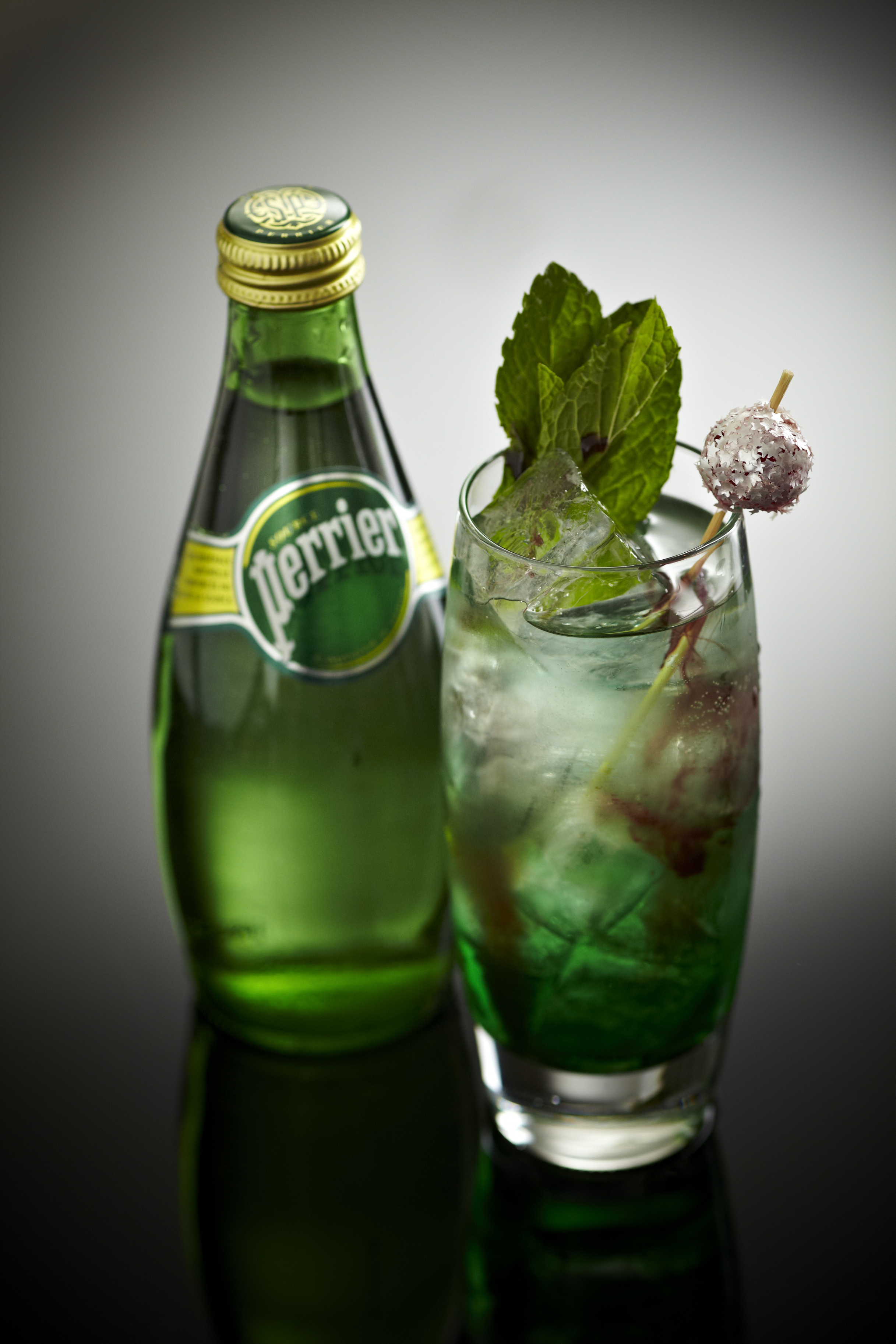 HQ Perrier Wallpapers | File 2537.29Kb