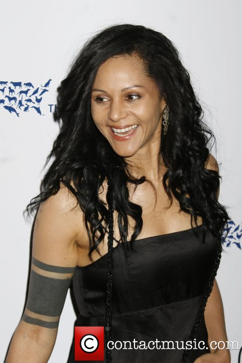 HQ Persia White Wallpapers | File 74.27Kb