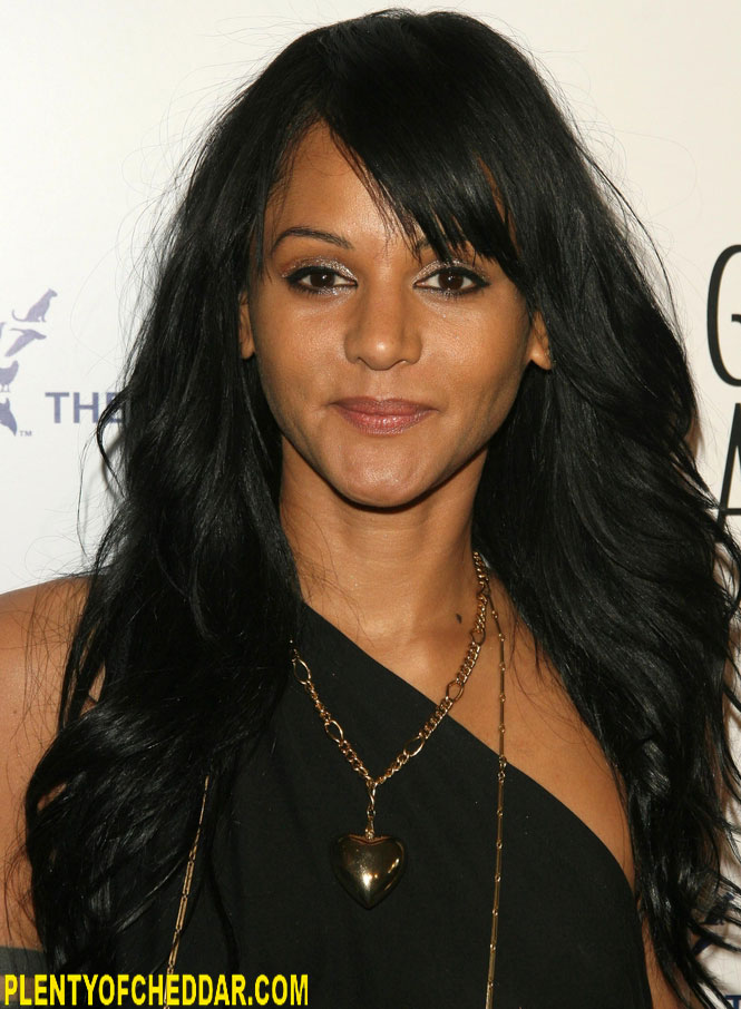 HQ Persia White Wallpapers | File 116.44Kb