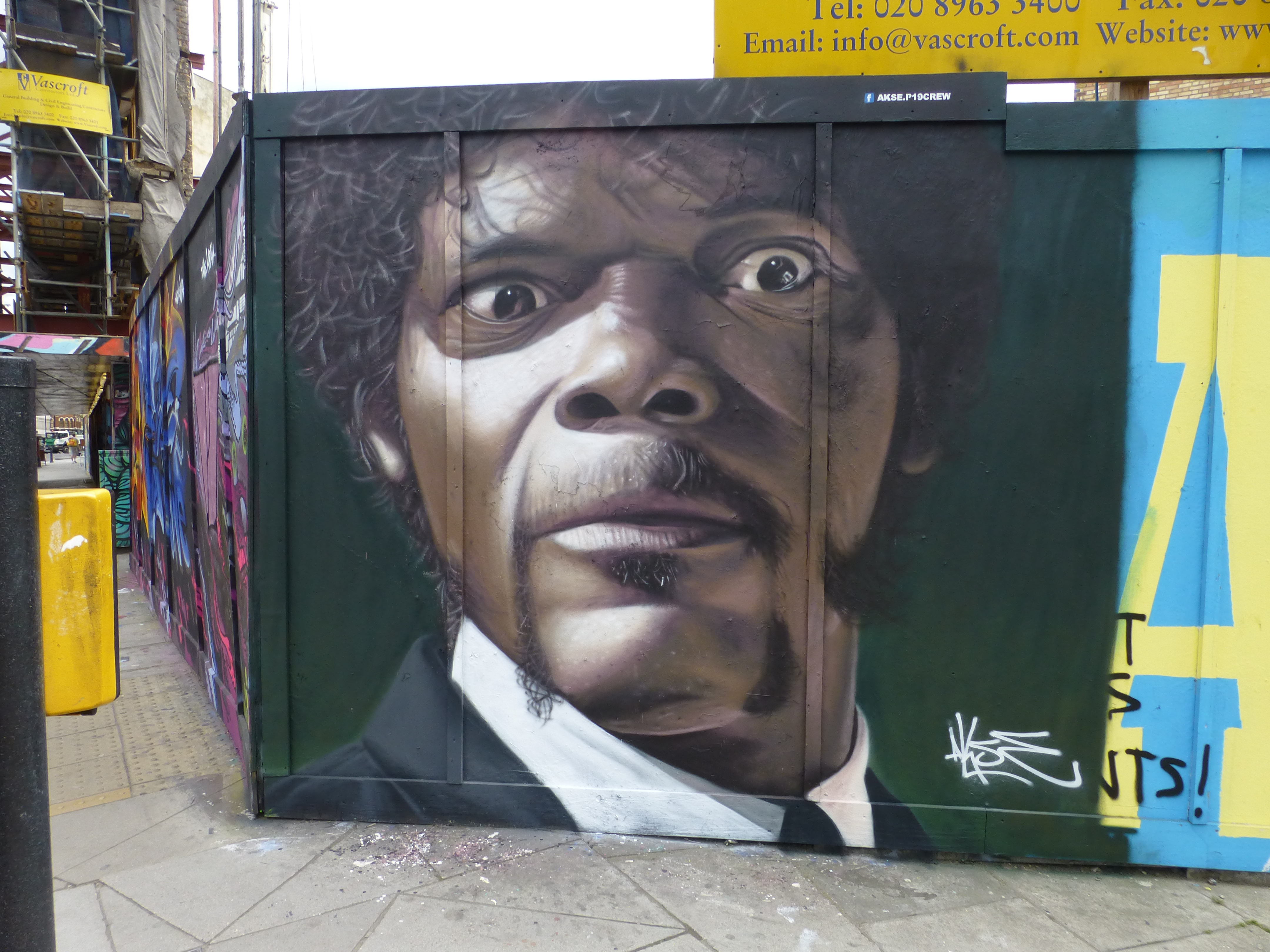 HQ Pulp Fiction Street Art Wallpapers | File 4909.37Kb
