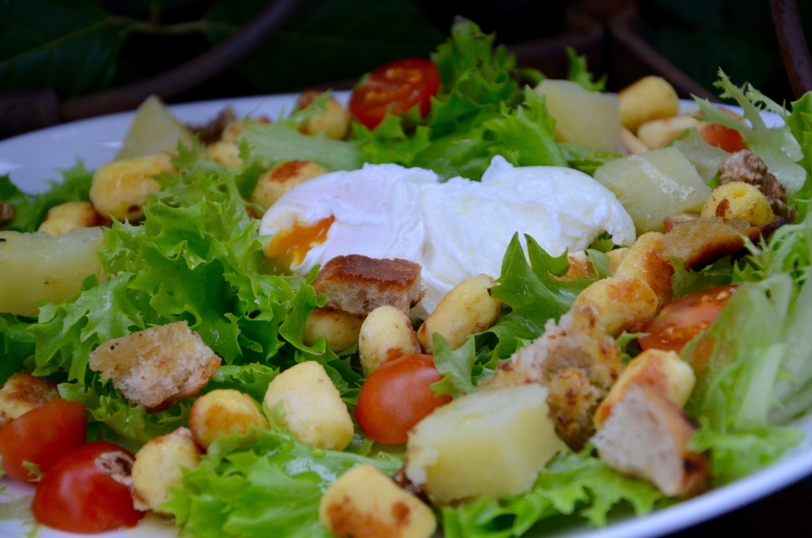 Amazing Salade Lyonnaise Pictures & Backgrounds