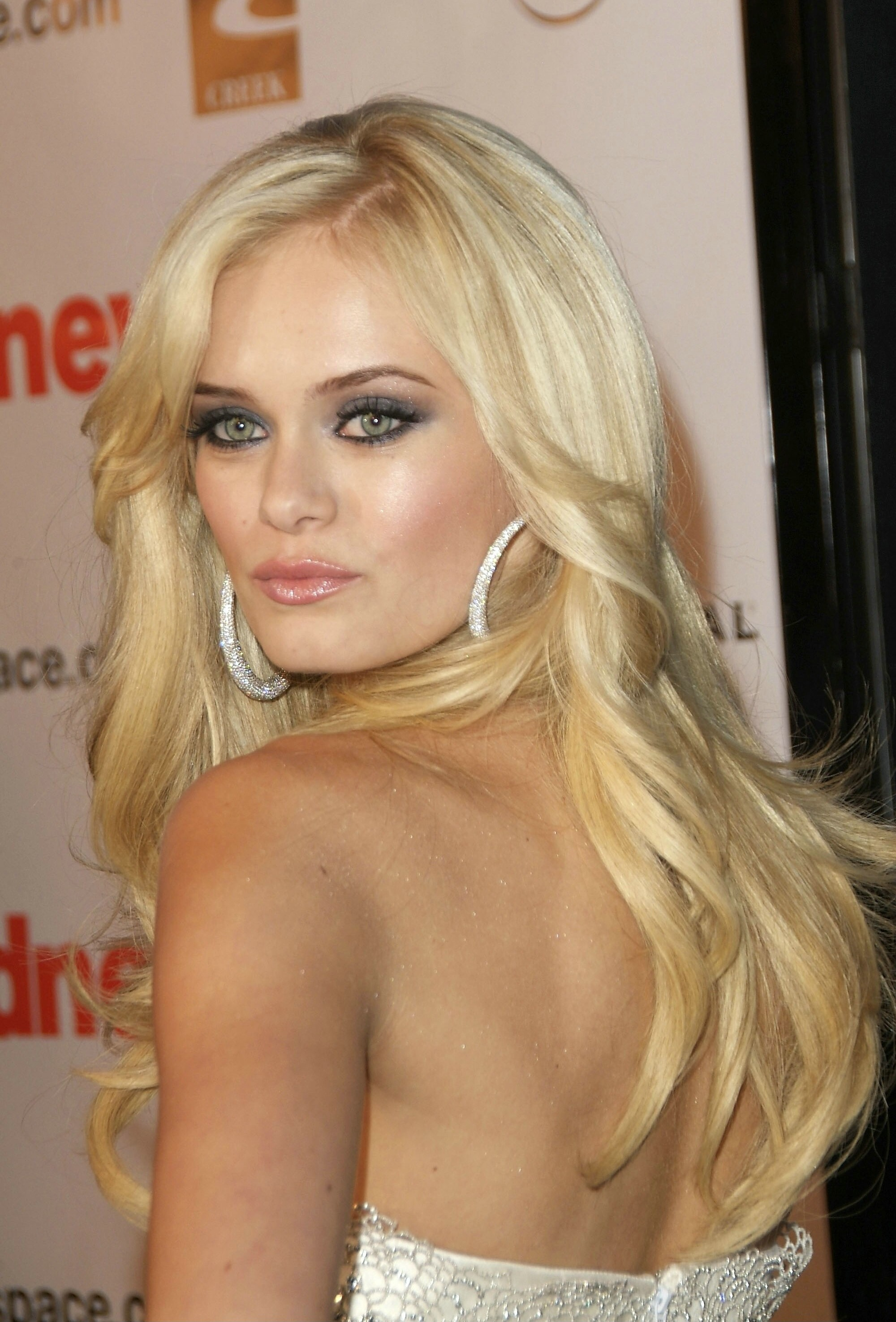 Sara Paxton Backgrounds, Compatible - PC, Mobile, Gadgets| 2000x2950 px