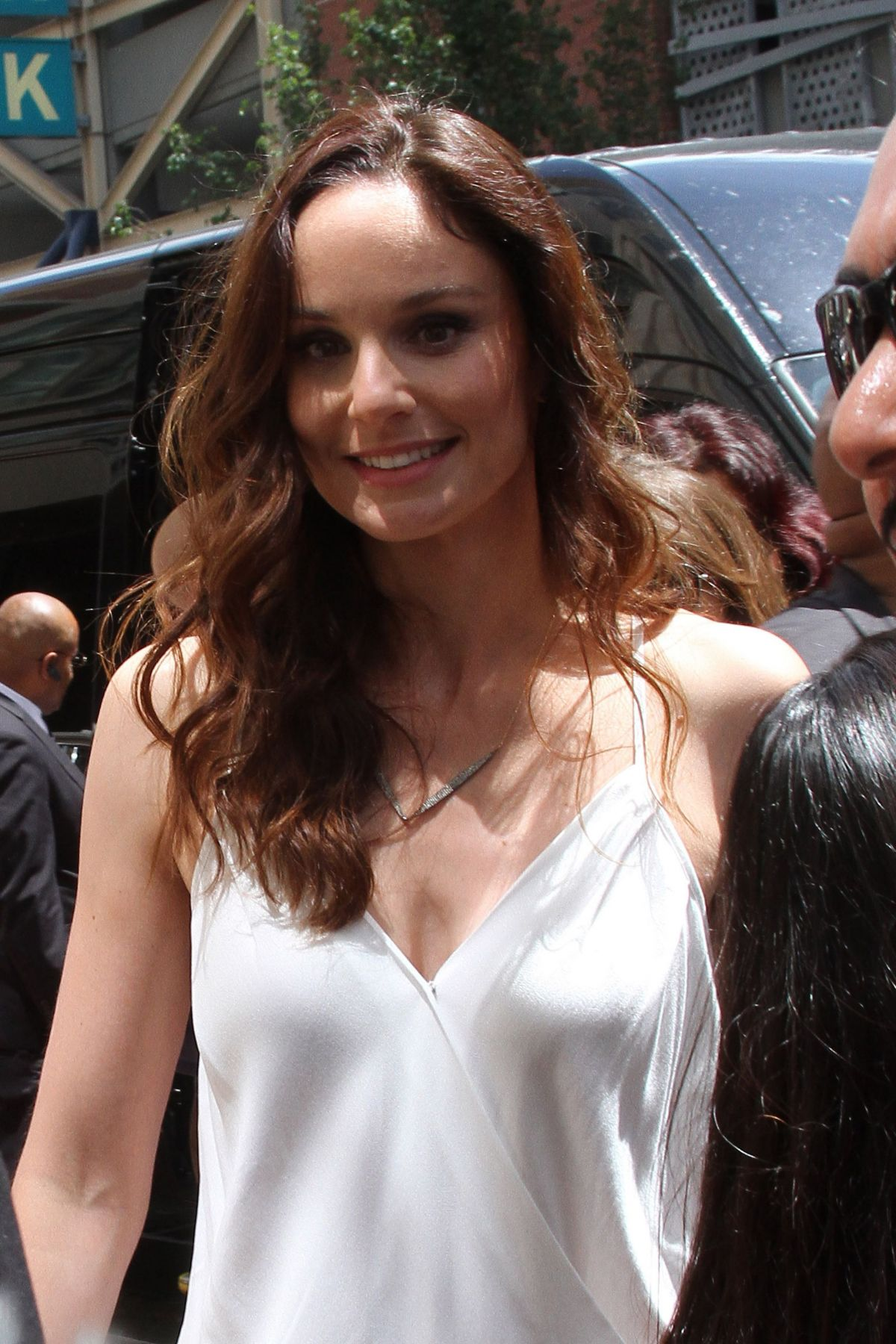 Nice wallpapers Sarah Wayne Callies 1200x1800px