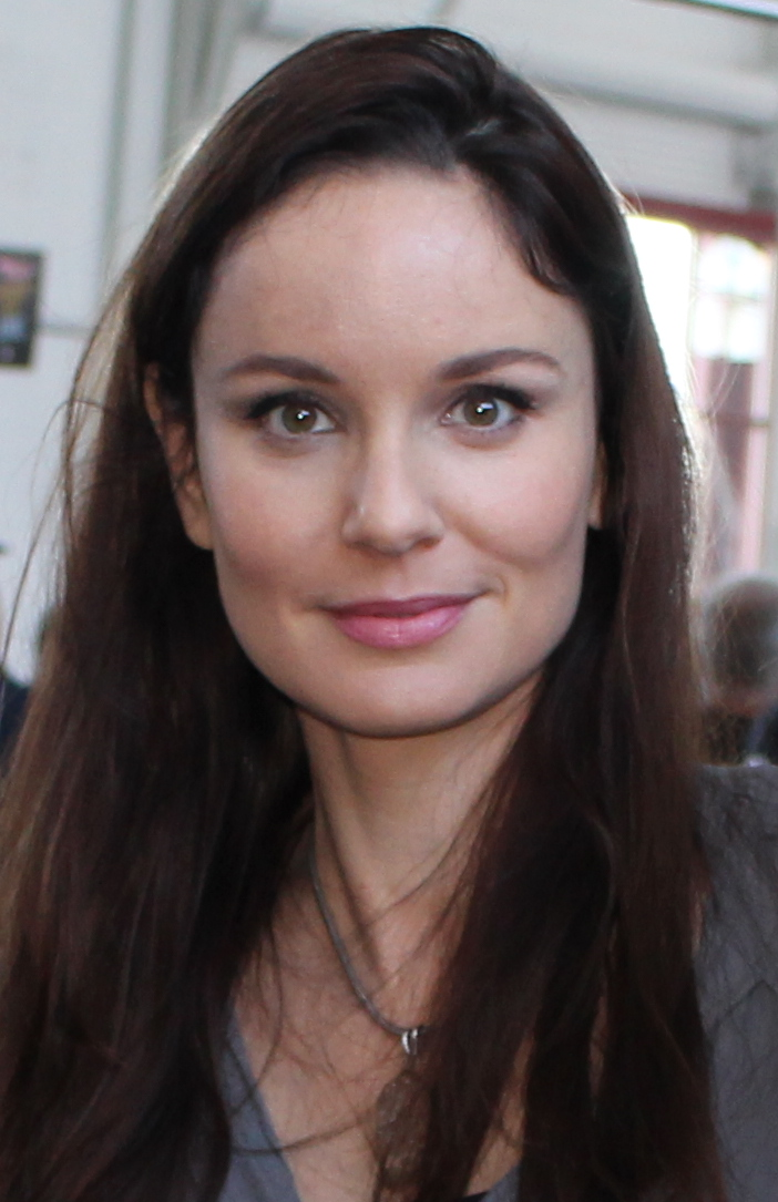 Images of Sarah Wayne Callies | 702x1085