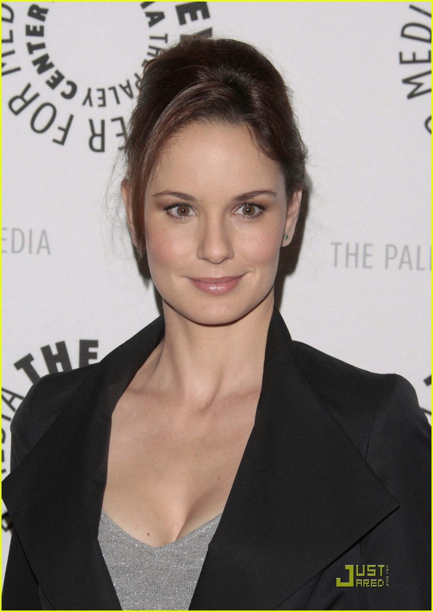 Sarah Wayne Callies Backgrounds on Wallpapers Vista