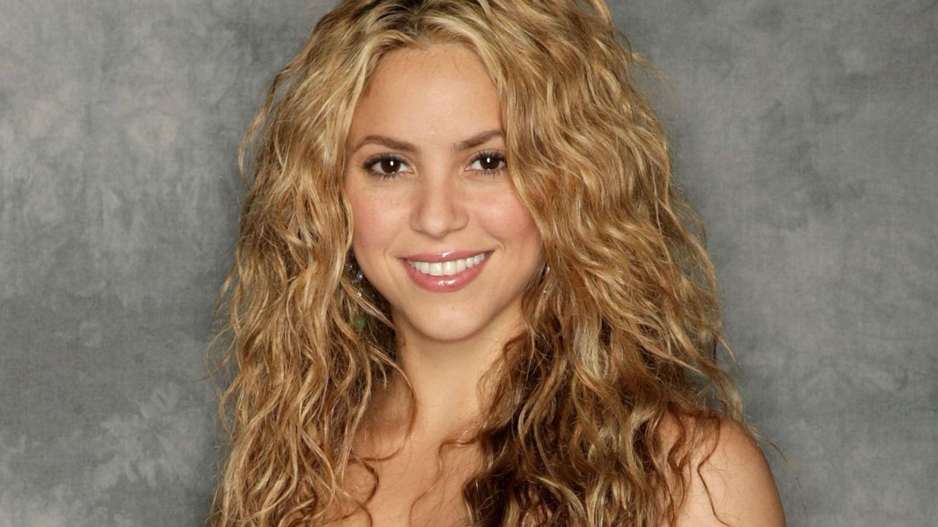 HQ Shakira Wallpapers | File 224.57Kb